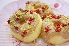 Donuts veganos de manzana con crema de almendras.